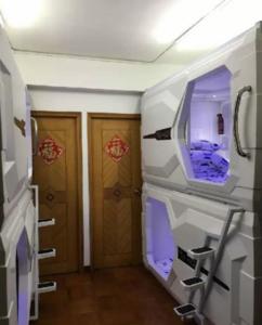 hong-kong-space-capsule-homes-1