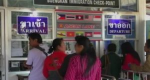 people-leaving-and-arriving-at-buengkan-checkpoint