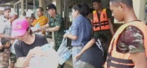flood-victims-get-emergency-relief-supplies-in-thailand