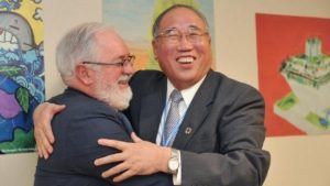 EU climate commissioner Miguel Arias Cañete greets his Chinese counterpart